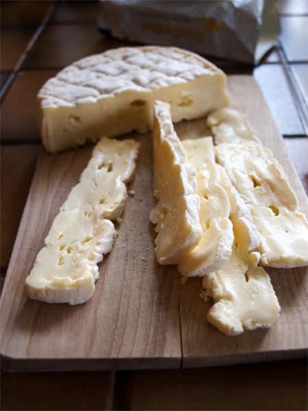 Preparing the cheese