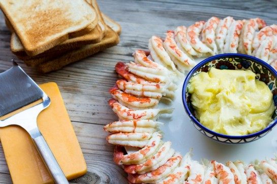 Dill cooked shrimps with bread and cheese